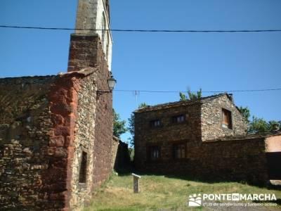 Pueblo rojo Serracín; senderismo organizado; viajes senderismo madrid